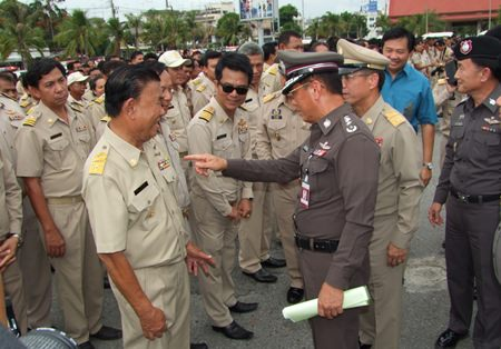 Assistant Commissioner General Lt. Gen. Chaiyong Keeratikajorn dispatches 1,143 officers for the June 18-24 crime sweep.