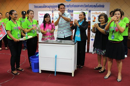 Mayor Itthiphol Kunplome demonstrates how to wash hands properly.