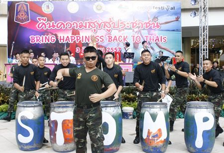 "Chonburi military forces and regional police joined to ""return happiness to Thais"" at a parade and show in Pattaya."