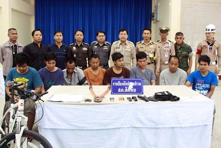 Police have arrested an armed money loan shark gang in Sattahip.
