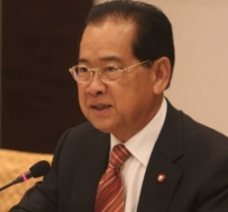 Ex-commerce minister, Narongchai Akrasanee.