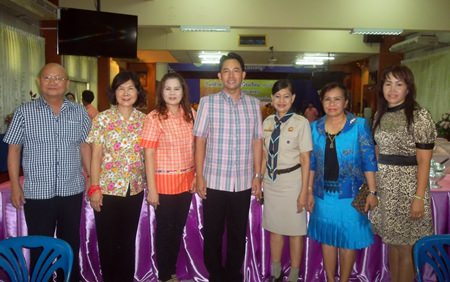 (L to R) Watana Chantarawaranont, Jidapha Suwattaporn, Samorn Nongyai, Myor Itthiphol Kunplome, Jintana Maensurin (director of Pattaya education department), Yupaporn Thitiworn (director of Pattaya School no. 4), and Itchaya Oara (deputy director of Pattaya School no. 4) pose for a commemorative photo on the occasion of the school's 76th anniversary.
