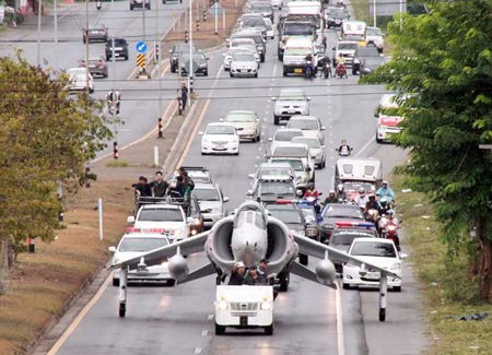 From bookcases on the back of motorbikes to pickups stacked twice their height with aluminum cans, we here in Thailand are used to seeing odd things on the roads, but an AV-8S Harrier jump jet rolling down Sukhumvit Road had everyone talking.