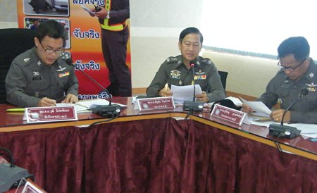 In a meeting with all of Region 2's local police commanders, Gen. Wuthi Liptapanlop ordered a renewed crackdown to solve Pattaya's worsening traffic.
