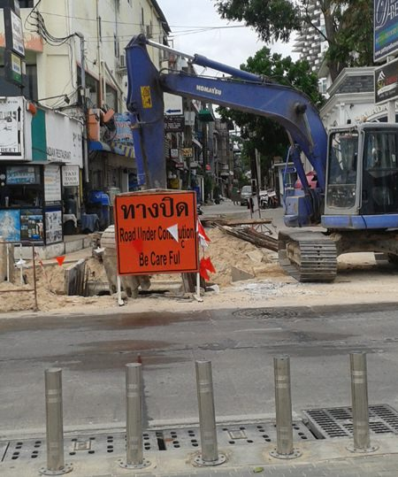 Pattaya workers are finally replacing drainage pipes running under Soi 6/1.