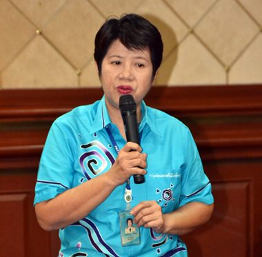Pattaya Women's Development Group President Naowarat Khakhay presides over the meeting.