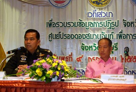 14th Circle commander Maj. Gen. Nut Inthacharoen (left) and Chonburi Gov. Khomsan Ekachai (right) preside over a reconciliation workshop to brainstorm ideas to reform Thailand's political, legal, bureaucratic and educational systems.