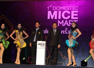 Mayor Itthiphol Kunplome (center left) and Nopparat Methawikulchai (center right) director if the Thailand Convention and Exhibition Bureau preside over the opening ceremony.