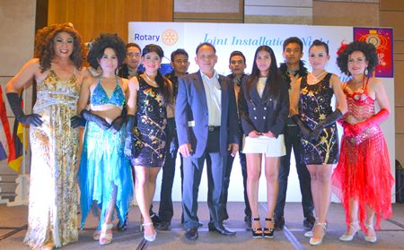 Ingo Raeuber, GM of the Pinnacle Grand Jomtien Resort & Spa generously sponsored the entertainment for the evening. Representing him was his charming wife Natthakarn Sinprasom (4th right).
