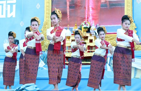 Students from Pattaya School No. 9 perform a Thai traditional dance for the gods at Bali Hai in South Pattaya.