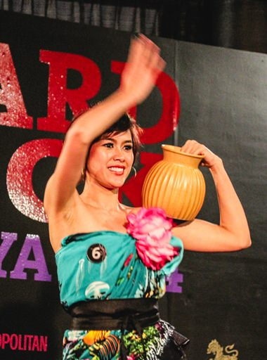 Miss Hard Rock Pattaya 2014 winner Jadzia shows off her northeastern dancing skills.