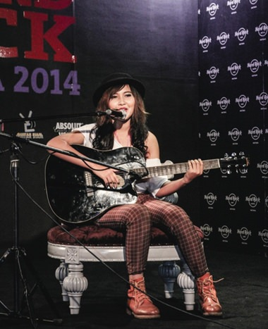 A contestant attempts to wow the judges with her musical talents.