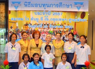 Bangkok-Pattaya YWCA president, Praichit Jetpai (3rd right), poses with benefactors and a few of the scholarship students at the YWCA's Warm Family project at Diana Garden and Resort Pattaya.