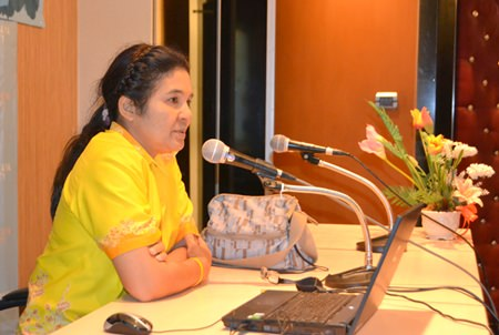 Aornanaong Thaweesuk, food and nutrition specialist at Regional of Health Promotion Center 3, Chonburi, lectures on the value of good nutrition for children with cerebral palsy.