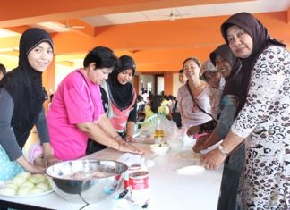 Muslim women are being taught how to better prepare local Muslim dishes to help them earn more money for their families.