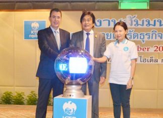 (L to R) Royal Cliff Hotels Group General Manager Antonello Passa, Deputy Mayor Ronakit Ekasingh, and Krungthai Bank consultant Vareemon Niyomthai ceremoniously begin the 'secret to becoming rich' seminar.