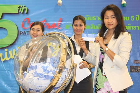 Suchada Petchsri, office manager of the Central Festival Pattaya Beach and co-host of the event, pulls out a lucky draw ticket.