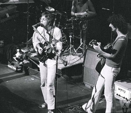 John Lennon (left) performs with Frank Zappa (right) at the Fillmore East in New York City, 6 June 1971.