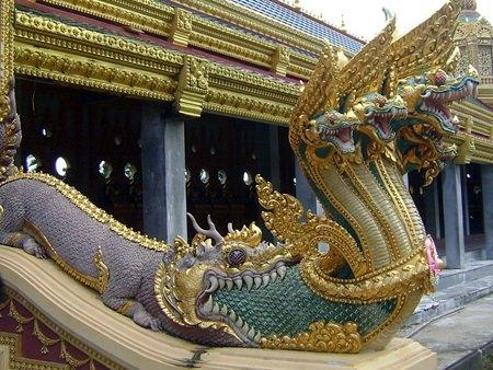 A multi-headed Naga emerges from the mouth of a Makara at Phra Maha Chedi Chai Mongkol, Roi Et (Photo: Pawyilee).
