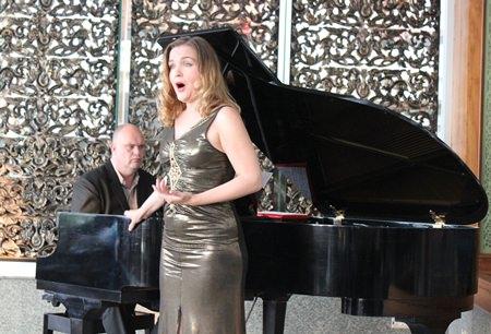 Larisa Ezhelenkos, a new, bright and beautiful soprano star shines over Pattaya.
