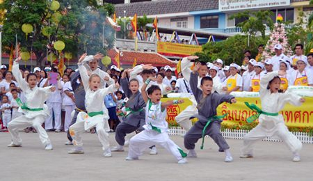 Children from the Kung Fu training center on Pattaya 3rd Road perform for the audience.