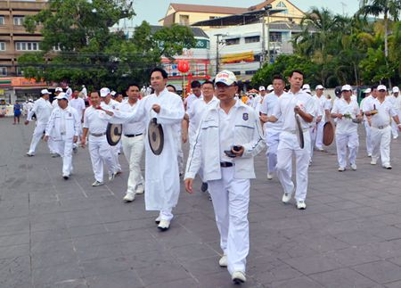Pattaya administrators bang their gongs to announce the arrival of the parade at Lan Pho.