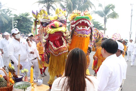 Lions and dragons are considered auspicious beings at the vegetarian festival.