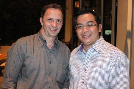 Danilo Becker (left), hotel manager of Thai Garden Resort, meets with Terapan Chuaprasert, EAM of the Pattaya Marriott Resort & Spa.