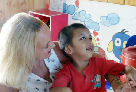 Rosanne working with Tangmo, who is blind, at the Khru Boon Choo Centre in Ban Chang.