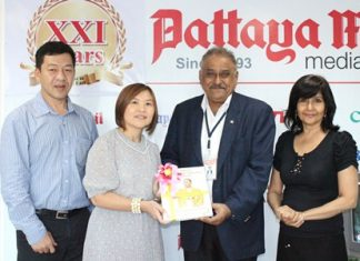 Pratheep Malhotra (2nd right) presents commemorative books published by the Pattaya Mail Media Group on Their Majesties the King and Queen to Suladda Sarutilavan, director of TAT Pattaya office. They are flanked by Auttapon Thaweesuntorn (left), Asst. Dir. TAT Pattaya office, and Sue Kukarja (right), Director of Communications of PMTV.
