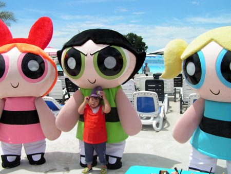 Look Giew with the Powerpuff girls.