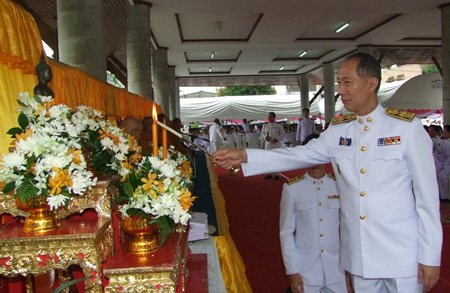 Gov. Khomsan Ekachai lights the candles for the religious services in Chonburi.