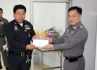 During the ceremony, Pol. Col. Supathee Bungkhrong presented gifts and cash awards to six retired police officers.