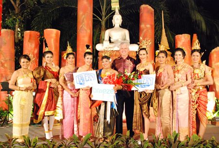 Amari Pattaya General Manager Brendan Daly (center) presents awards to Nong Noppamas contestants, including winner Nilobol Yusawat (5th left) from the Kitchen Department. Manaschanok Thabthone (4th left) from the Front Office Department finished runner-up, whilst Anusara Songkarin (4th right) from the Food & Beverage Department (Mantra Restaurant & Bar) was awarded second runner up.