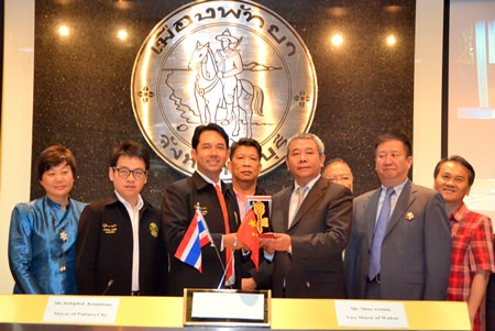 Mayor Itthiphol Kunplome presents the ceremonial key to the city to Hubei, China Deputy Mayor Shao Weimin.
