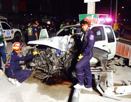 A 27-year-old man was killed when he crashed his Nissan into a light pole on East Pattaya's railway road.