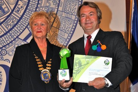 Karine Coulanges (left), International President of Skål International, presents the Sustainable Tourism award (Urban Accommodation) to Brian Anderson (right), Sustainable Development Manager of Chiva-Som Health Resorts.