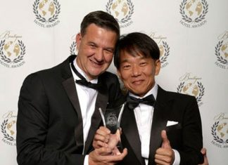 APF Group Chairman Mitsuji Konoshita (right) celebrates with Zeavola General Manager Florian Hallermann at the awards ceremony in London.