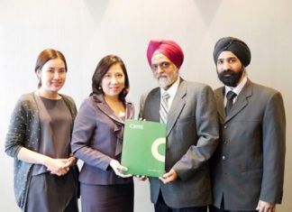 Yotha Singsachakul (2nd from right), Managing Director, and Singh Singsachakul (right), Executive Director of Thai Asian Investors Co., Ltd. are shown with Aliwassa Pathnadabutr (2nd from left), Managing Director, and Jariya Thumtrongkitkul (left), Senior Manager - Retail Services of CBRE Thailand.