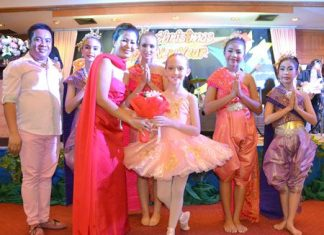 Noi Emmerson presents a bouquet to Cassidy and the Tara Pattana International School Dancers.