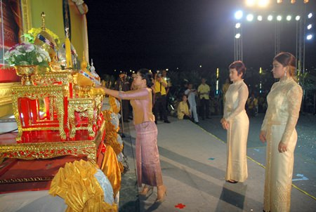 Noi Emerson represents Pattaya Sports Club at the ceremonies to honour HM the King.