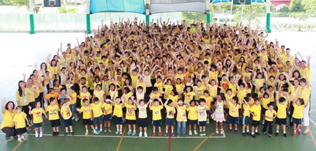 Students and staff from Garden International School (GIS) help celebrate HM the King's birthday by all wearing yellow.