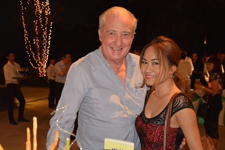 Dr. Iain Corness and Manita Boontham, general manager of the CES (Cranes & Equipment Services Co., Ltd.).