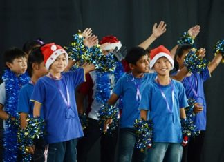 Primary students put on a Christmas performance.