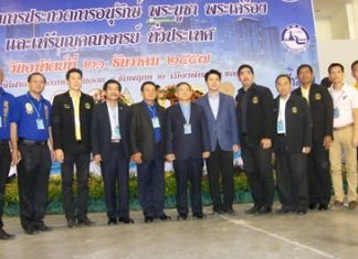 Officials pose for an opening photo at the start of the Pattaya Amulet Association's show at the Eastern National Indoor Sports Stadium.