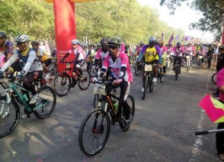 Cyclists make their way around Mabprachan Reservoir to raise money for Ban Jing Jai.