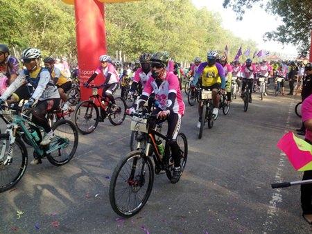 Cyclists make their way around Mabprachan Reservoir to raise money for Ban Jing Jai.