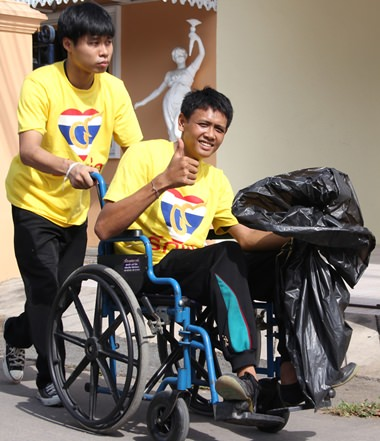Thumbs up for the clean streets.