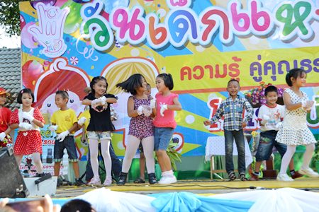 Students from Sattahip Km. 5 School in Plutaluang are obviously having fun performing on Children's Day 2015.  From tanks and fire trucks to ice cream and balloons, area children were spoiled for choice when it came to fun and attractions on Children's Day.
