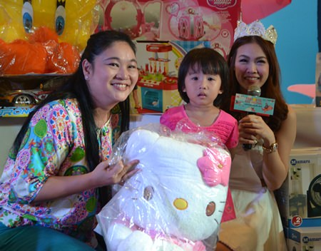 Central Festival Pattaya Beach gives presents to thousands of children.
